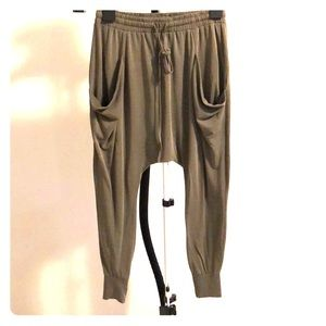 Gaucho pants in olive green